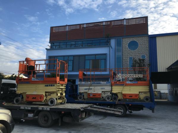 Xe nâng người CiG làm việc tại Vinfast Hải Phòng