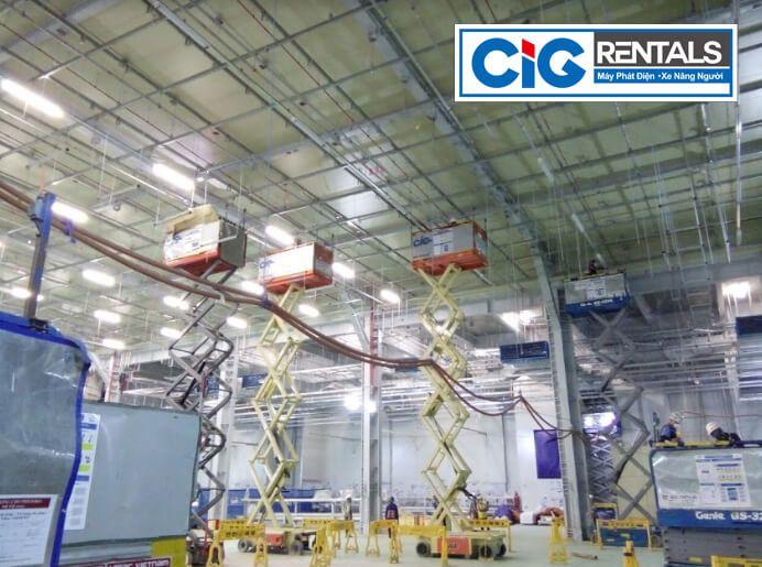 Thuê thang nâng dạng cắt kéo dự án Samsung Bắc Ninh