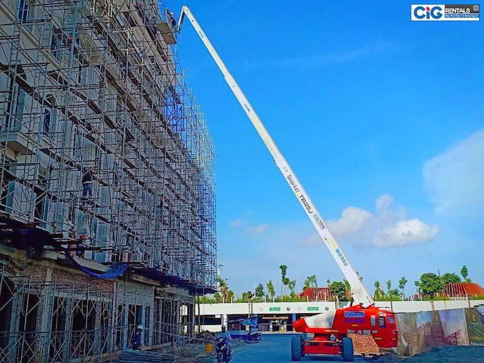 Nếu sử dụng trong suốt quá trình xây dựng biệt thự, khách hàng nên thuê xe nâng người dài hạn.