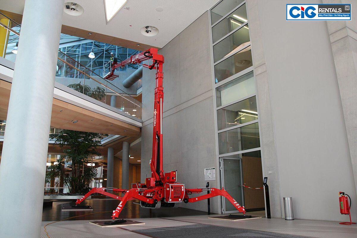 Loại xe thang nâng người chân nhện làm việc trên cao
