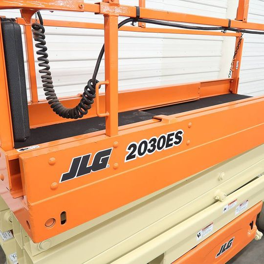 xe-nang-dang-cat-keo-JLG-2030ES-2.jpg