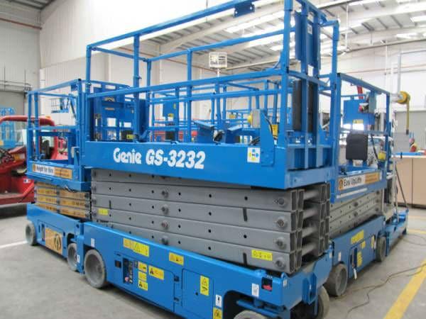Xe nâng người dạng cắt kéo Genie GS-3232