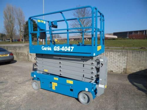 Xe nâng dạng cắt kéo Genie GS 4047