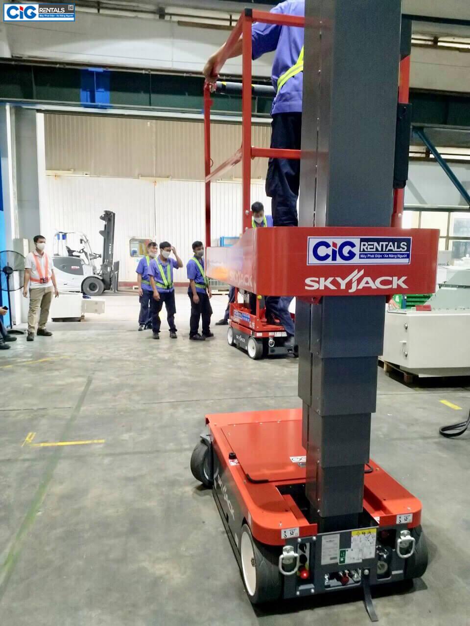 Mẫu xe nâng người trụ đứng 8m tại CIG Power