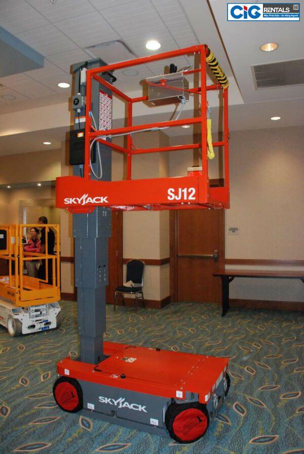 Xe thang nâng người 6m dạng trụ đứng