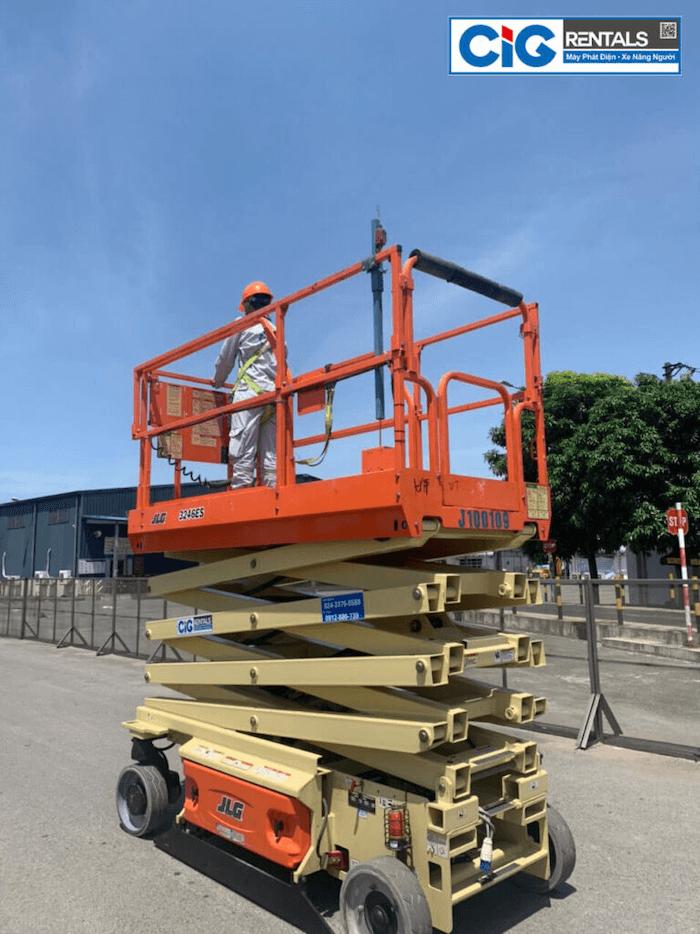 Xe nâng người cắt kéo JLG chiều cao 16m